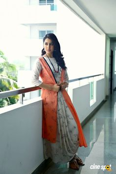 Actress Raashi Khanna (6) Beautiful Girl Indian, Most Beautiful Indian Actress, Beautiful Actresses, Western Dresses, Indian Dresses, Sleeves Designs For Dresses, Senior Girl Poses, Beautiful Figure, Model Outfits