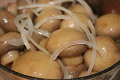 O bunătate de ciuperci la cuptor - suculente și nemaipomenit de gustoase, mai ales dacă le coci întregi! - Bucatarul Preserving Food, Saveur, Food To Make, Garlic, Food And Drink, Potatoes, Cooking Recipes, Cheese, Chicken