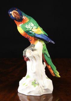 Papagaio em porcelana Alema Meissen do sec.20th, 41cm de altura, 6,230 USD / 5,460 EUROS / 24,290 REAIS / 39,670 CHINESE YUAN https://soulcariocantiques.tictail.com