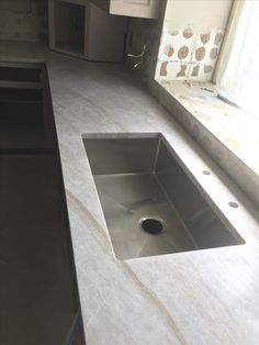 Ways To Choose New Cooking Area Countertops When Kitchen Renovation – Outdoor Kitchen Designs Outdoor Kitchen Countertops, Kitchen Countertop Materials, Kitchen Cabinets, Kitchen Counters, Bathroom Countertops, Quartzite Countertops, Concrete Countertops, Updated Kitchen, New Kitchen