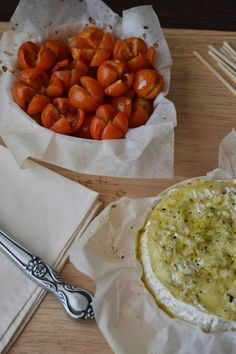 Fondue de queso camembert, una receta super facil y deliciosa!! http://www.sweetaddict.es/2014/01/fundue-de-queso-camembert.html
