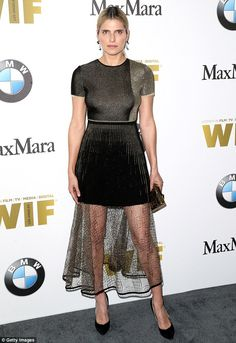 Lake Bell in a shimmery gold-embroidered black knit dress with a pleated mini, paired with drop earrings, an embellished box clutch, and black suede pumps rounded out her look. Lake Bell, Chic Dress, Dress Skirt, Lace Skirt, Celebrity Red Carpet, Celebrity Look, Short Mini Dress, Red Carpet Looks, Red Carpet Fashion