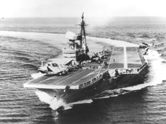 HMS Victorious (R38) 1941-68. Illustrious class fleet aircraft carrier. Royal Navy Aircraft Carriers, Navy Carriers, Montana Class Battleship, Victorious, Falklands War, Navy Life, Naval History, Flight Deck, Ww2 Aircraft