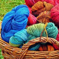 Die Wolle von Wollalaa zeugt von höchster Qualität. Mehr davon auf Wollalaa. Postcard Size, Create Your Own, It Is Finished, Wool, Knitting, Prints, Link, Threading, Tricot