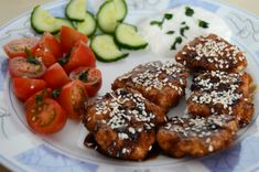 Čo jesť po tréningu? Zdravé večere na každý deň v týždni - Fitshaker Salmon Burgers, Quinoa, Healthy Recipes, Healthy Food, Food And Drink, Menu, Fitness, Ethnic Recipes, Blog