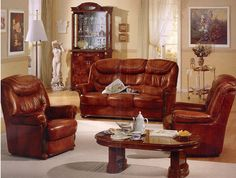 apartment-living-room-chairs-classic-and-antique-style-sets-with-table-and-gray-carpet-wooden-floor-living-room-with-furniture-cupboard-with-glasses-decorative- classic-s-farbou-in-múru