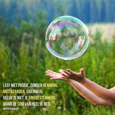 Six Habits Of People Who Confuse Ego With Self-Confidence Boring Day, Dutch Quotes, Close Up Photography, That One Person, Soap Bubbles, Joy And Happiness, How To Get, How To Plan, Abraham Hicks