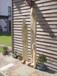Holz-Skulptur sowohl für den Garten als auch für den Innenbereich. Verschiedene Größen, individuelle Anfertigung, jede Skulptur ein Unikat mit Signatur. In diesem Angebot hat die Skulptur eine Höhe von 180cm (die Große auf den Bildern)und wird mit Erdspieß geliefert. Das Holz ist unbehandelt