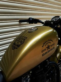 Bulleteer Customs Royal Enfield Drona – Huge fenders gave way to these small ones, relieving the body from few extra kilograms of metal for this amazing built. Stock exhaust even weighs …