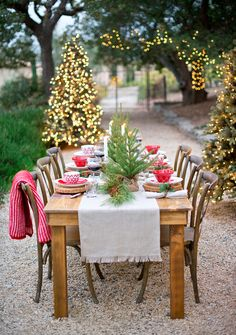 14 festive holiday tablescapes to inspire you christmas tablescapes - Christmas Party Decorations Pinterest
