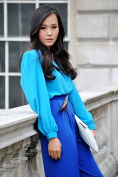30 Cute Work Outfit Ideas for GirlsWork outfit doesn't mean boring clothes and leaving your personal style behind. Check out this list of Cute Work Outfit Ideas for Girls which will sur. London Fashion Weeks, Passion For Fashion, Love Fashion, Fashion Beauty, Fashion Trends, Color Azul Rey, Color Mix, Color Pairing, Cute Work Outfits