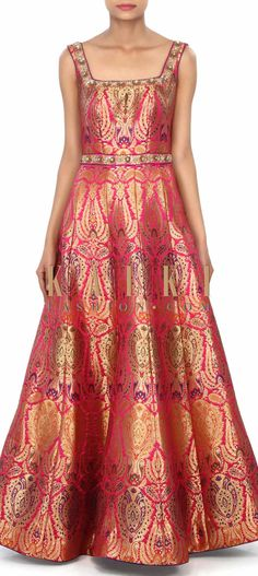 Pink dress featuring in brocade with sequin embroidery only on Kalki Saree Gown, Sari Dress, Lehenga, Kurta Designs, Blouse Designs, Indian Dresses, Indian Outfits, Look Short, Brocade Dresses
