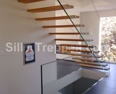 Wood treads bolted to glass balustrade by Siller stairs
