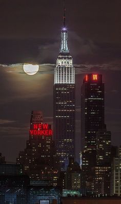 Supermoon.. New York City (by Strykapose on Flickr)