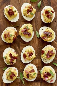 30 best Thanksgiving-inspired finger foods and dips: ideas that are easy to implement Everyone loves finger food – especially during the holiday season. Enjoy these 30 Thanksgiving-inspired finger foods and dips … instant party classics. Devilled Eggs Recipe Best, Best Deviled Eggs, Deviled Eggs Recipe, Thanksgiving Deviled Eggs, Thanksgiving Recipes, Thanksgiving Sides, Easy Thanksgiving Appetizers, Friendsgiving Recipe, Holiday Recipes