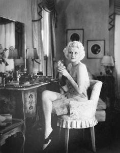 The Flapper Girl — percula: Candid of Jean Harlow, Hollywood Stars, Old Hollywood Glamour, Golden Age Of Hollywood, Vintage Glamour, Vintage Hollywood, Classic Hollywood, Vintage Vanity, Hollywood Icons, Hollywood Vanity