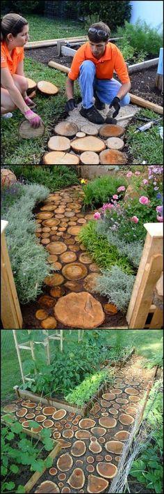 Gartenwege mit Holzscheiben auslegen