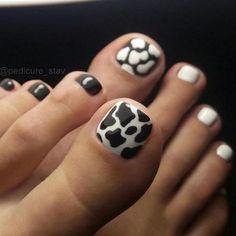 Coffen Nails, Feet Nails, Acrylic Nails, Toe Nail Color, Nail Colors, Cute Toenail Designs, Santa Nails, Yellow Nails Design, Finger