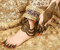 mehndi designs are unique, bracelet designs are awesome to look at. Check out the trending bracelet mehndi designs which are used by one and all. Easy Mehndi Designs, Legs Mehndi Design, Latest Bridal Mehndi Designs, Mehndi Design Pictures, Mehndi Designs For Girls, Wedding Mehndi Designs, Beautiful Mehndi Design, Dulhan Mehndi Designs, Latest Mehndi Designs