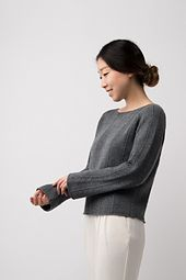 The gradual slope of bell shaped sleeves compliment vertical stitch details, lending a sophisticated look. The combination of Dune and Cima creates a soft, durable drape in Column.