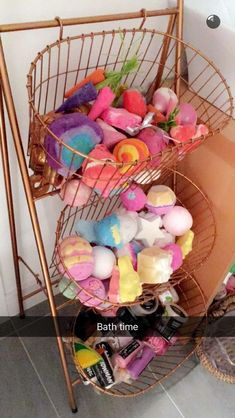 Lekker in bad❤️ Met de Bath bombs van LUSH! Bathroom Organisation, Makeup Organization, Bathroom Makeup Storage, Kitchen Organization, Bathroom Ideas, Girl Bathroom Decor, Organizing, Perfume Organization, Diy Makeup Storage