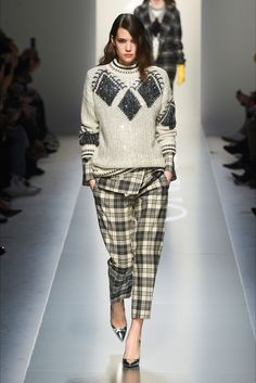 Ermanno Scervino Herbst 2018 Prêt-à-porter-Modenschau-Kollektion: Siehe . Moda Fashion, Fashion 2018, Fashion Week, Trendy Fashion, Runway Fashion, Fashion Looks, Fashion Trends, Knitwear Fashion, Knit Fashion