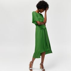 Discover new season clothes and accessories at Warehouse. Shop the latest style and trends across women's and men's fashion now. Winter Tops For Women, Casual Tops For Women, Green Occasion Dresses, Front Knot Dress, Party Tops, Occasion Wear, Green Dress, Dresses Online, Party Dress