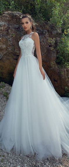 Alluring Tulle Jewel Neckline A-line Wedding Dress With Lace Appliques