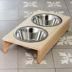 23 Clever DIY Christmas Decoration Ideas By Crafty Panda Dog Food Bowl Stand, Dog Food Bowls, Pet Bowls, Dog Kennel Designs, Dog House Bed, Cat Hammock, Wooden Cat, Dog Furniture, Dog Store