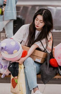 Seulgi, Rv Wallpaper, Red Velvet Irene, Lip Art, Girl Day, Cool Girl, Pretty, Kpop, Random