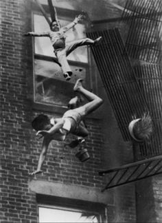 Date 1975. Boston. Fire on Marlborough Street. Stanley Forman captures exact instant when fire escape collapses with 19-year old Diana Bryant and her 2-year old god-daughter Tiara Jones. Photograph by Stanley Forman.
