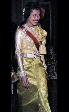 Her Majesty The Queen Sirikit Of Thailand King Phumipol, King Rama 9, King Queen, Hm The Queen, Royal Queen, Her Majesty The Queen, Thailand National Costume, Queen Sirikit, Bhumibol Adulyadej