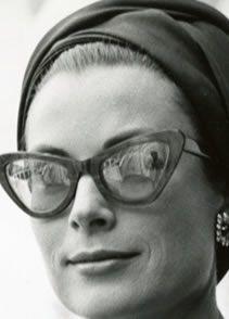 Pour les amoureuses des années 60 ou les lolitas, nos opticiens ont pensé à vous, lien direct vers les lunettes de vue Cat's eye :)