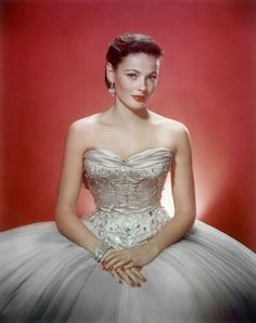 Dedicated to the Old Hollywood actress Gene Tierney. Lots of goodies (including photos, rarities, & screencaps) to come. Old Hollywood Glamour, Golden Age Of Hollywood, Vintage Glamour, Vintage Hollywood, Hollywood Stars, Vintage Beauty, Classic Hollywood, Hollywood Icons, Vintage Style