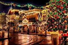 .Disney is magical but at Christmas it just seems to have that little extra magic