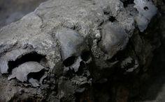 A inesperada descoberta sobre 'torre dos crânios' dos astecas no MéxicoAcreditava-se que crânios que começaram a ser escavados sob Cidade do México em 2015 seriam de guerreiros capturados em batalha …