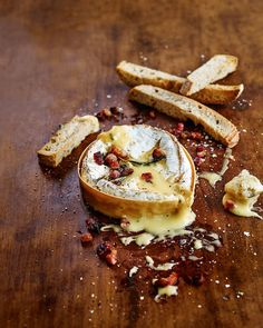 Baked camembert with crispy pancetta and sourdough sticks If sweet dreams are made of cheese then this recipe will make sure they come true. An oozy, boozy, pancetta-covered baked camembert is the perfect dinner party starter. Christmas Buffet, Christmas Party Food, Christmas Cooking, Christmas Drinks, Camembert Recipes, Baked Camembert, Baked Brie, Cheese Recipes, Cooking Recipes