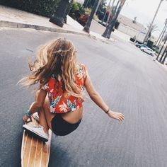 Quest Longboards is a top-selling longboard brand that is based in California, USA. We provide longboard skateboards that complement the leisure skaters' lifestyle! Skate Style, Surf Style, Beach Boys, Beach Vibes, Skateboard Girl, Skateboard Outfits, Skateboard Pictures, Skate Girl, Surfer Girl Style