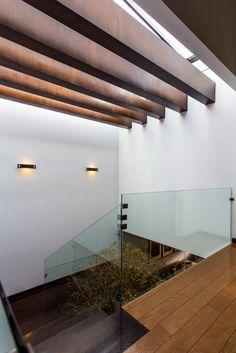 Domo: Pasillo, hall y escaleras de estilo Moderno por aaestudio