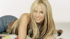 Shakira Shoulder Smile Blonde HD Wallpaper
