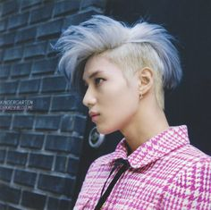 I don't really care about Taemin, but this hairstyle is just... wow!