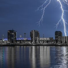 Feyenoord stadion bij onweer