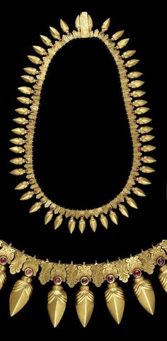 India ~ Tamil Nadu | Necklace; the ruby-set gold elements imitate the forms of seeds, berries and flower buds which are the oldest shapes in Indian jewelery and considered highly auspicious. | ca. 19th century | 8,125£ ~ sold (April '13)