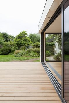 Align the decking wood planks to the interior flooring Kitchen Sliding Doors, Stacker Doors, Timber Deck, Rear Extension, Minimal Decor, House Extensions, Indoor Outdoor Living, Back Patio, Modern Exterior