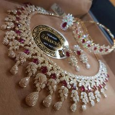 Diamond Necklaces : Likes, 101 Comments - مجوهرات_قصيبات ( on . - Buy Me Diamond Stylish Jewelry, Luxury Jewelry, Jewelry Sets, Jewelry Accessories, Jewelry Design, Fashion Jewelry, Trendy Accessories, Indian Wedding Jewelry, Bridal Jewelry
