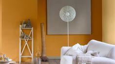 Ha melegségre vágysz, ne félj a világos terrakotta vagy narancs használatától − egy napsütötte árnyalat világosabbá és melegebbé teheti a sötét, komor teret.