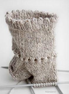 Picot edge on a sock. Crochet Trim, Filet Crochet, Knit Crochet, Knitting Socks, Baby Knitting, Woolen Socks, Sock Crafts, Crochet Curtains, Crochet Slippers
