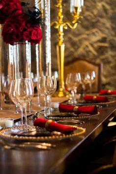 Red, gold and black inspiration. Hollywood Glam Inspiration By The Story Telling Experience