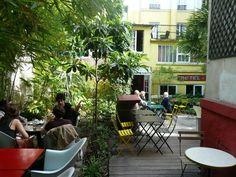 Le Bistrot des Dames est un restaurant unique et original dans le quartier de la place de Clichy avec son jardin intérieur rappelant la campagne à Paris.