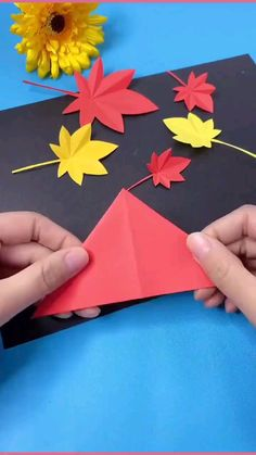 Paper Flowers Craft, Paper Crafts Origami, Paper Crafts For Kids, Flower Crafts, Diy Paper, Origami Art, Diy Crafts Hacks, Diy Crafts For Gifts, Diy Arts And Crafts